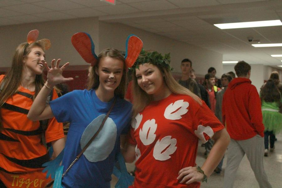Madison Marlow and McKenzie Hill pair up to be Lilo and Stitch.