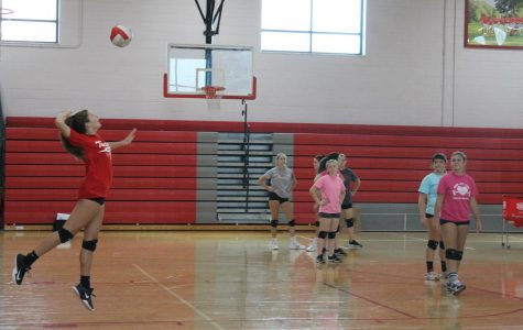 Brooklyn Owen perfecting her jump serve