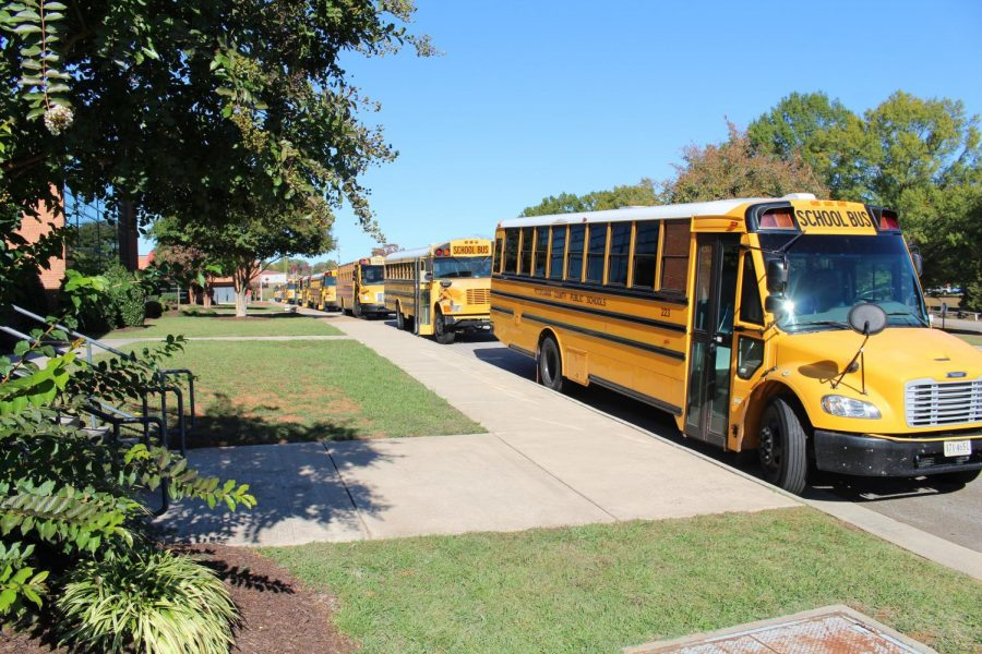 School+buses+line+up+outside+of+the+school+in+preparation+for+dismissal.