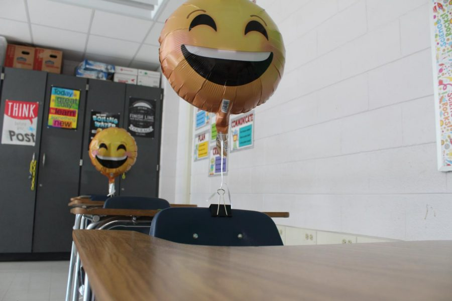 Mrs.+Ray%27s+classroom%2C+with+balloons+as+students.